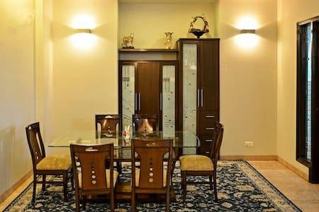Sukhna villa - Panchkula, Haryana, IN - Bed & Breakfast