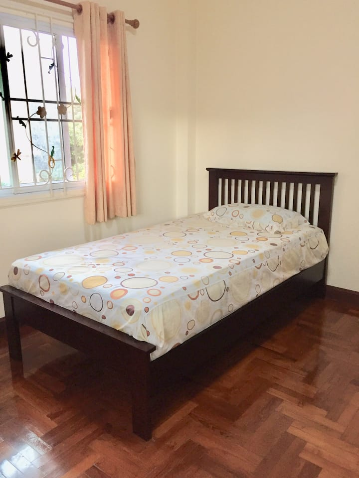 Nice & quiet room in Chiangmai near local market