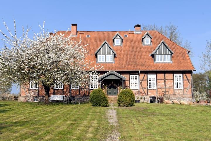 Wohnen in historischem Gutshaus