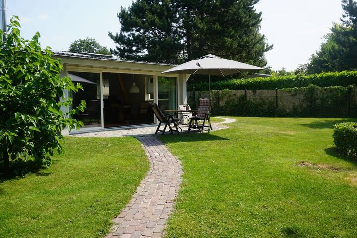 Detached holiday home with spacious garden and within walking distance of the Veerse Meer