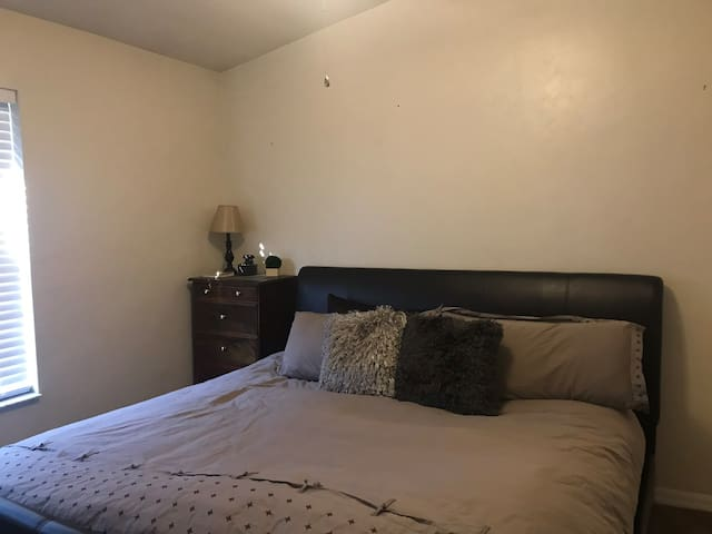 Private Bed/Bath 10 min from UF, Shand's and VA