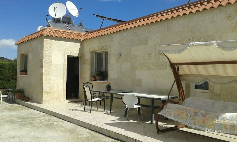 Уютный дом в 10мин от моря с бассейном!