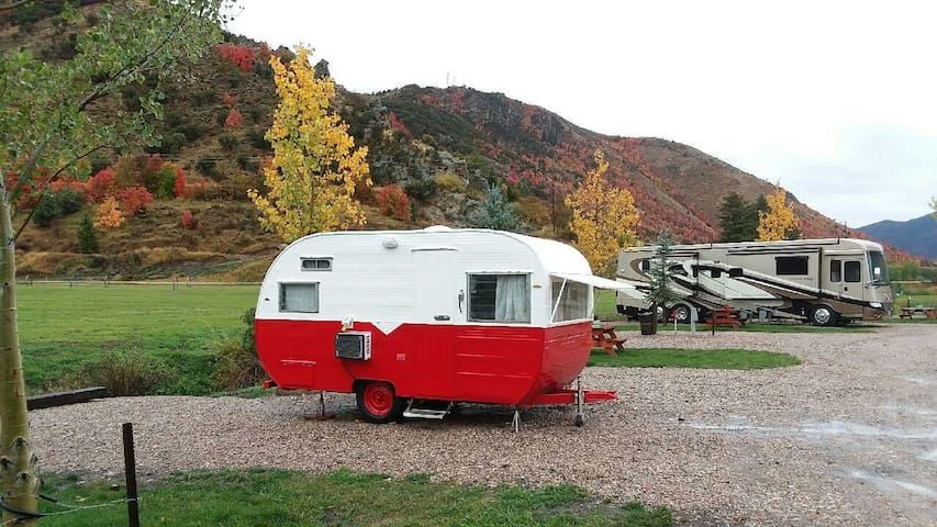 RUBY (1950's retro camper)