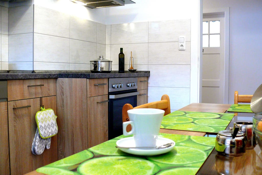 Neue, gemütliche, vollständig eingerichtete Küche