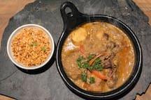CORDERO GUISADO EN LECHE DE COCO,  con cargo extra y con anticipación se puede desayunar, almorzar o cenar.