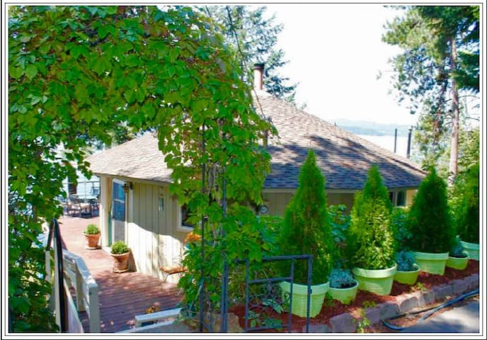 RoundHouse on Lake CDA with private beach & dock - Coeur d'Alene - Semesterboende
