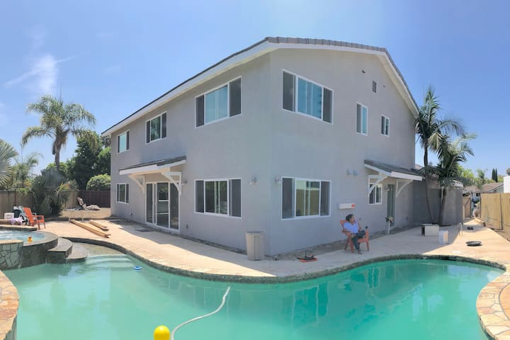 Pool, large kitchen, beach/legoland close