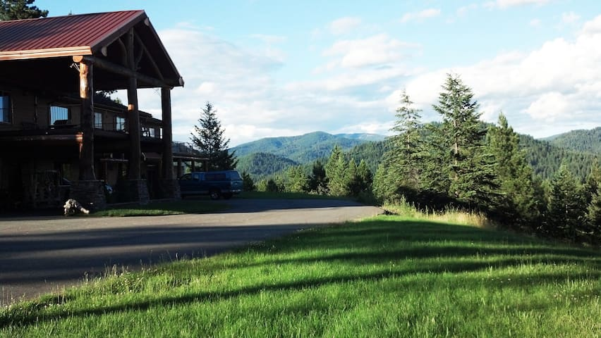 The Mountain Air Resort, Aspen Room.