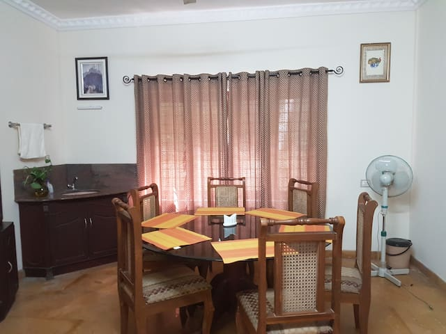 FULL VILLA WITH 3 ROOMS, HALL,DINING & KITCHEN - Ernakulam - Pension