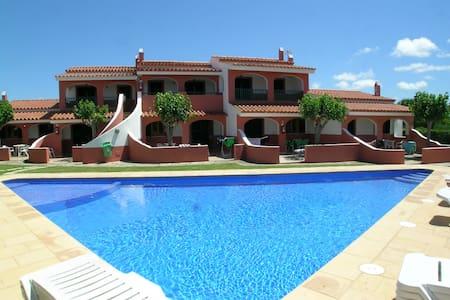 Apartamento con piscina, WIFI cerca de playa.