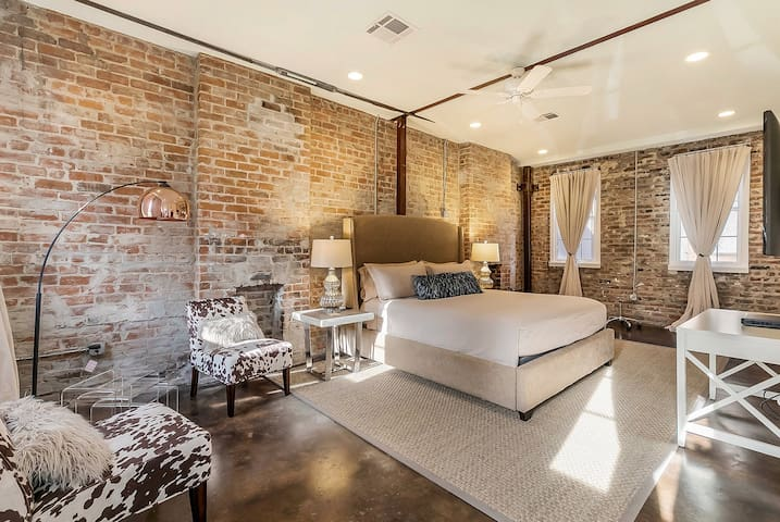 MAGAZINE ST. LOFT WITH PARKING-NOLA