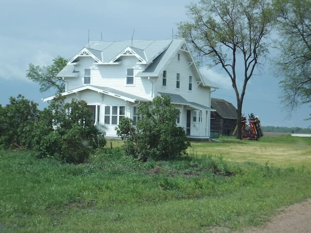 Quiet, historic farmstead in central Nebraska - Overton