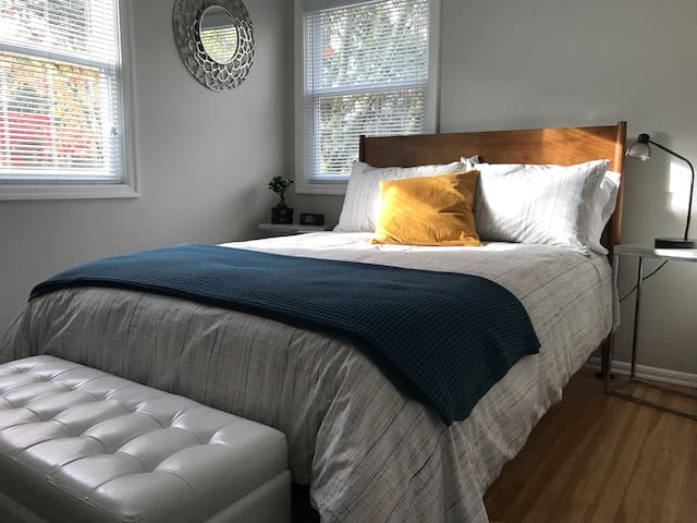 Private Room in Hillsdale Bungalow~Modern & Clean!