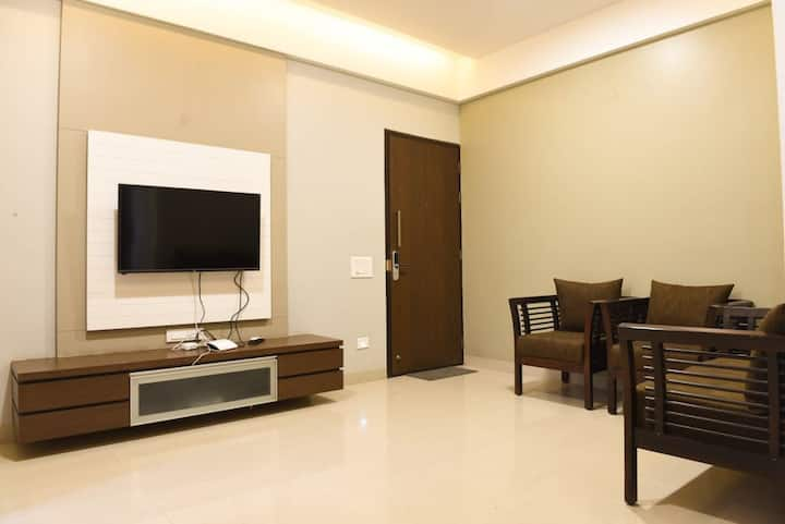 Luxurious 3 BHK furnished flat in Pune for family