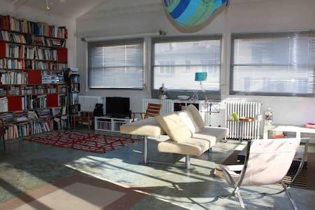 Beau loft de 200 m2 avec terrasse à 150m de Paris - Bagnolet