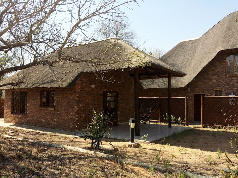 Berghaan Cottage sited behind Chipembere Bush Lodge