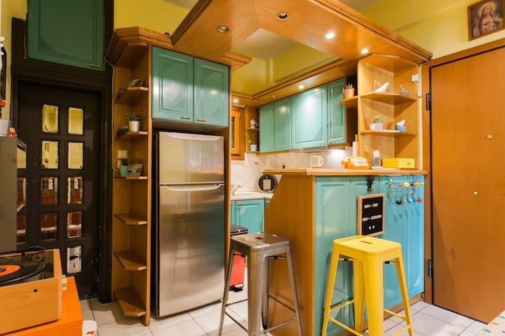 Funky Pop Thiseio apartment for 2