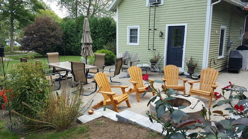 Charming Bungalow on Library Street - Groton - House