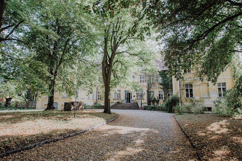 Dies ist unsere Vorfahrt zum Schloss und der Weg in Eure Unterkunft.