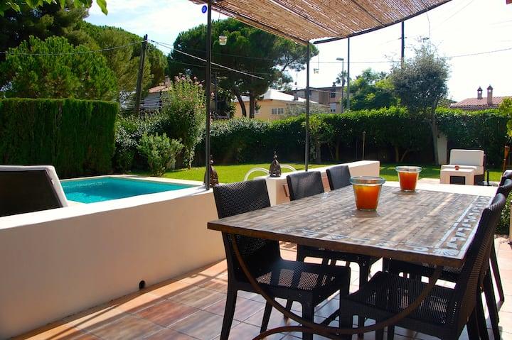 Magnifique villa avec piscine, proche plage et Bcn