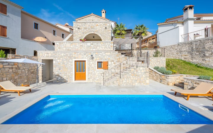 Villa with pool and great view