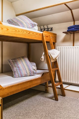 Stay on a boat! Cosy Twin Room in Amsterdam!!