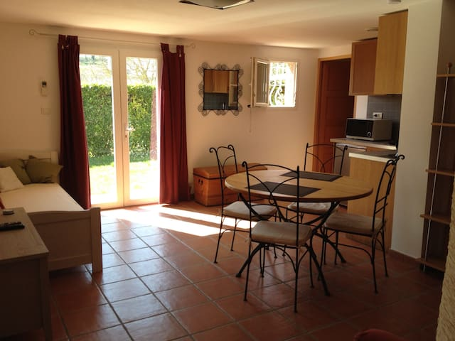 Flat for 1 to 4 pers. near Toulouse Canal du Midi - Donneville - Pis