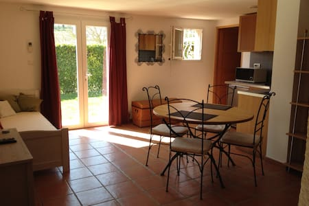 Flat for 1 to 4 pers. near Toulouse Canal du Midi