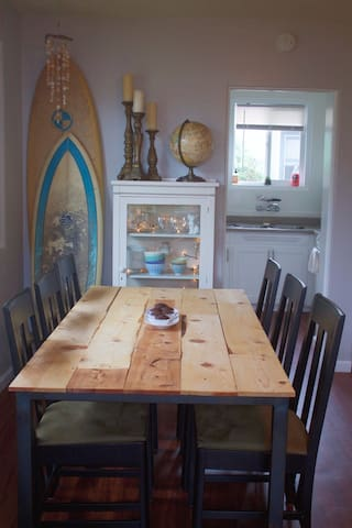 Dining for 6 and two surfboards to use!