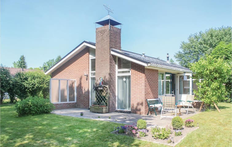 Holiday cottage with 3 bedrooms on 57m² in Lauwersoog