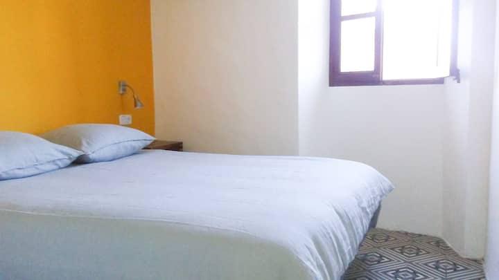 La Luna Dormitorio, baño y salón, Soller centro