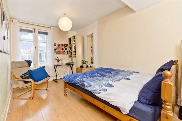 Double Room in Edinburgh, just off the Royal Mile
