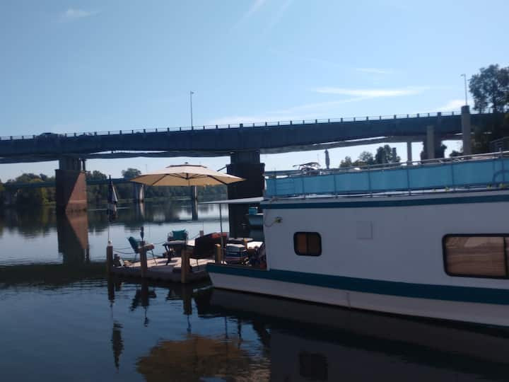 """Savannah River Houseboat """"Island Oasis"""""""