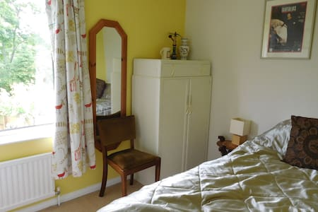 single room close to park - Bancroft - Casa