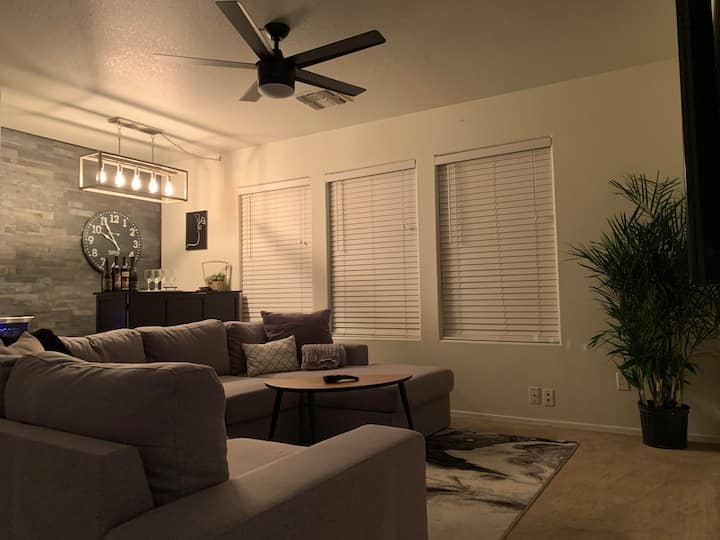 Contemporary clean home private room 1