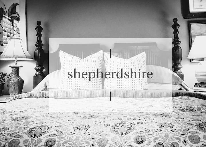 SHEPHERDSHIRE  |  flora getaway near the beaches
