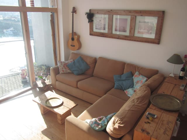 Beautiful Penthouse Apartment with Marina View. - Saint Helier - Byt