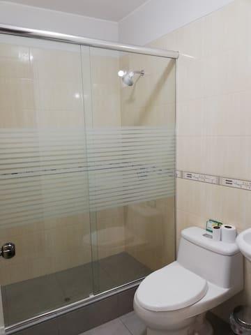 Baño privado del cuarto principal