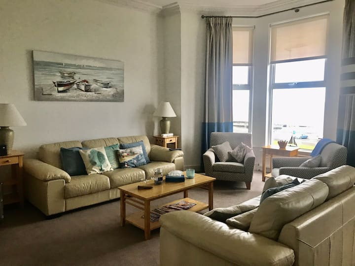 Spacious Portrush apartment with stunning  views