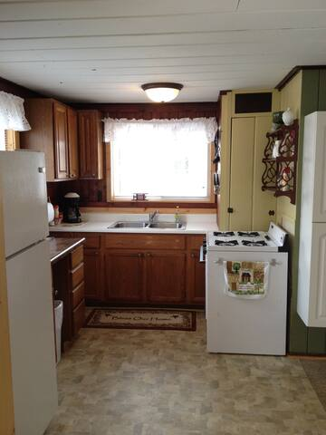 Lakefront Cabin for 2 - Hastings - Cabin