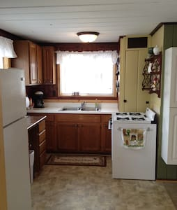 Lakefront Cabin for 2 - Hastings