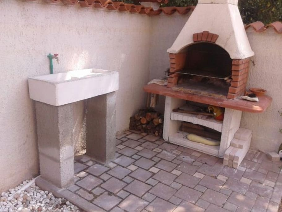 barbecue and sink in the terrace