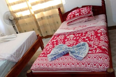 Very nice Baie St. Anne room (central Praslin)