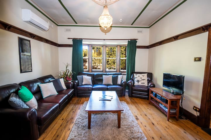 Charming Californian Bungalow In The Heart Of Town Houses For Rent In Albury New South Wales Australia