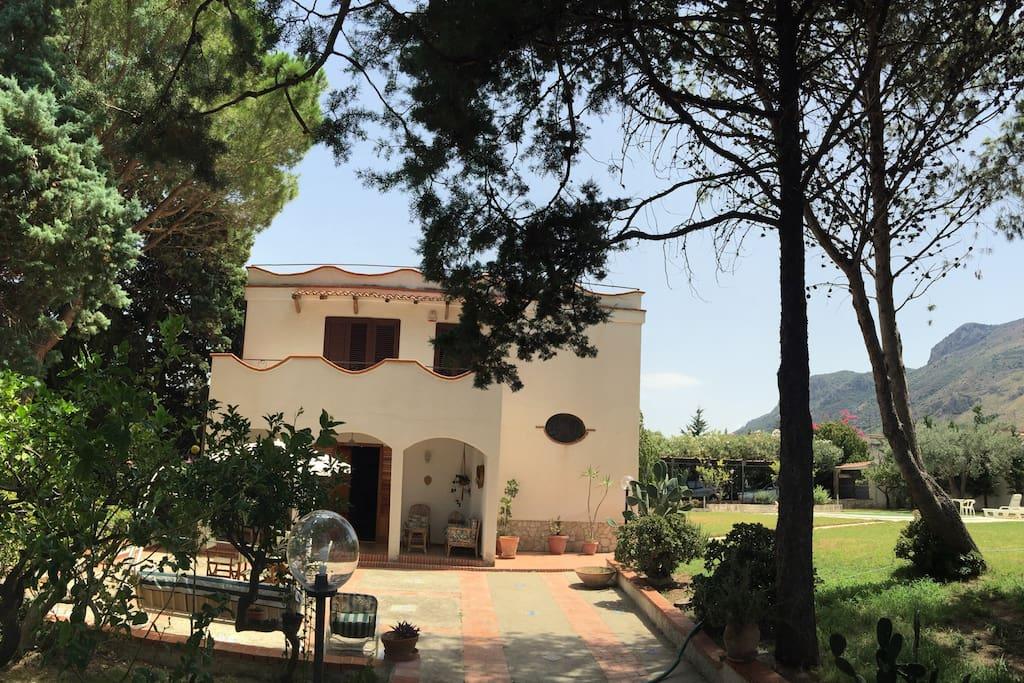 Camera in villa con piscina houses for rent in trabia - Villa con piscina sicilia ...