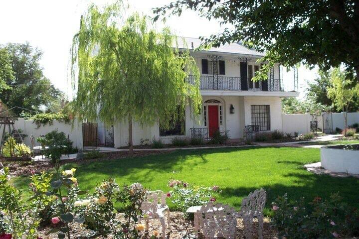 Colonial home Downtown Historic District 2 bedroom