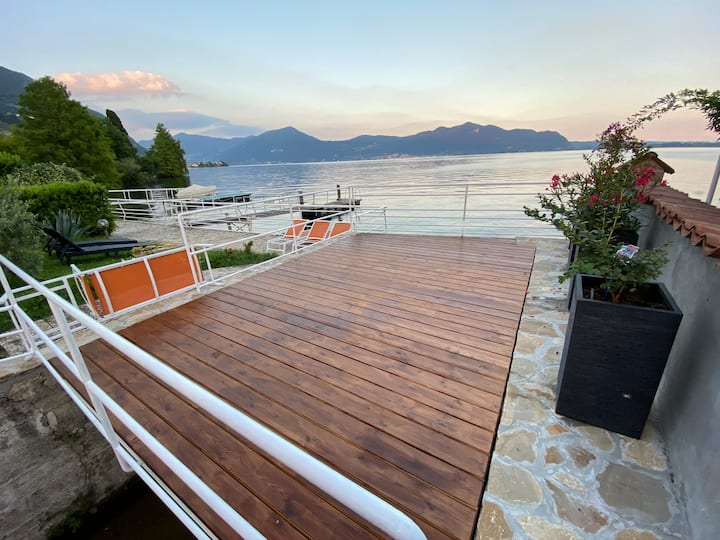 Stunning Apt in Villa privace terrace on the lake