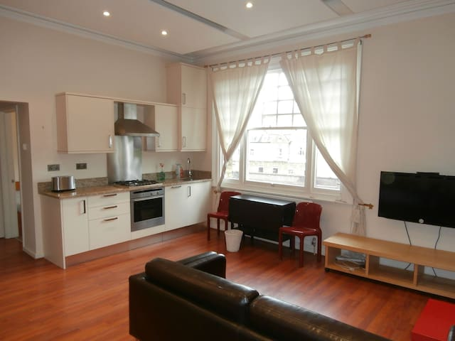 A beautiful bright flat in Central London