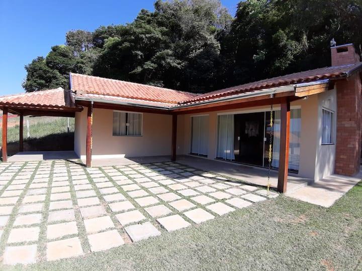 Aconchegante casa de campo em Bueno Brandão.