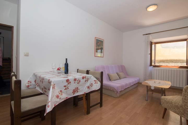 One bedroom Apartment, 70m from city center, seaside in Jelsa - island Hvar